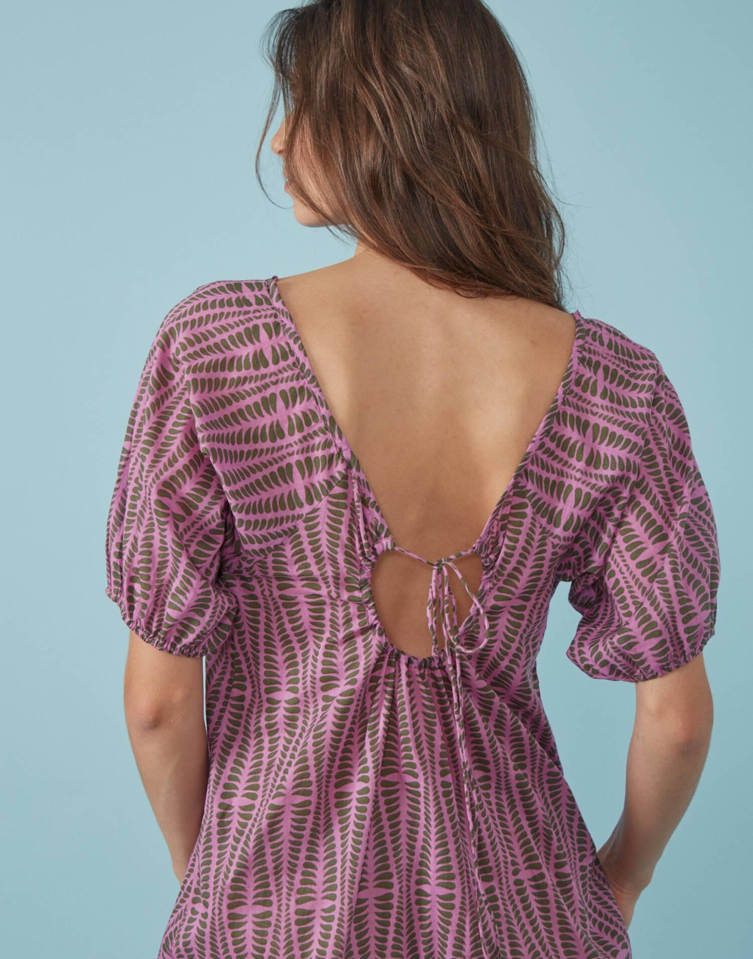 Vestido manga corta con escote en espalda