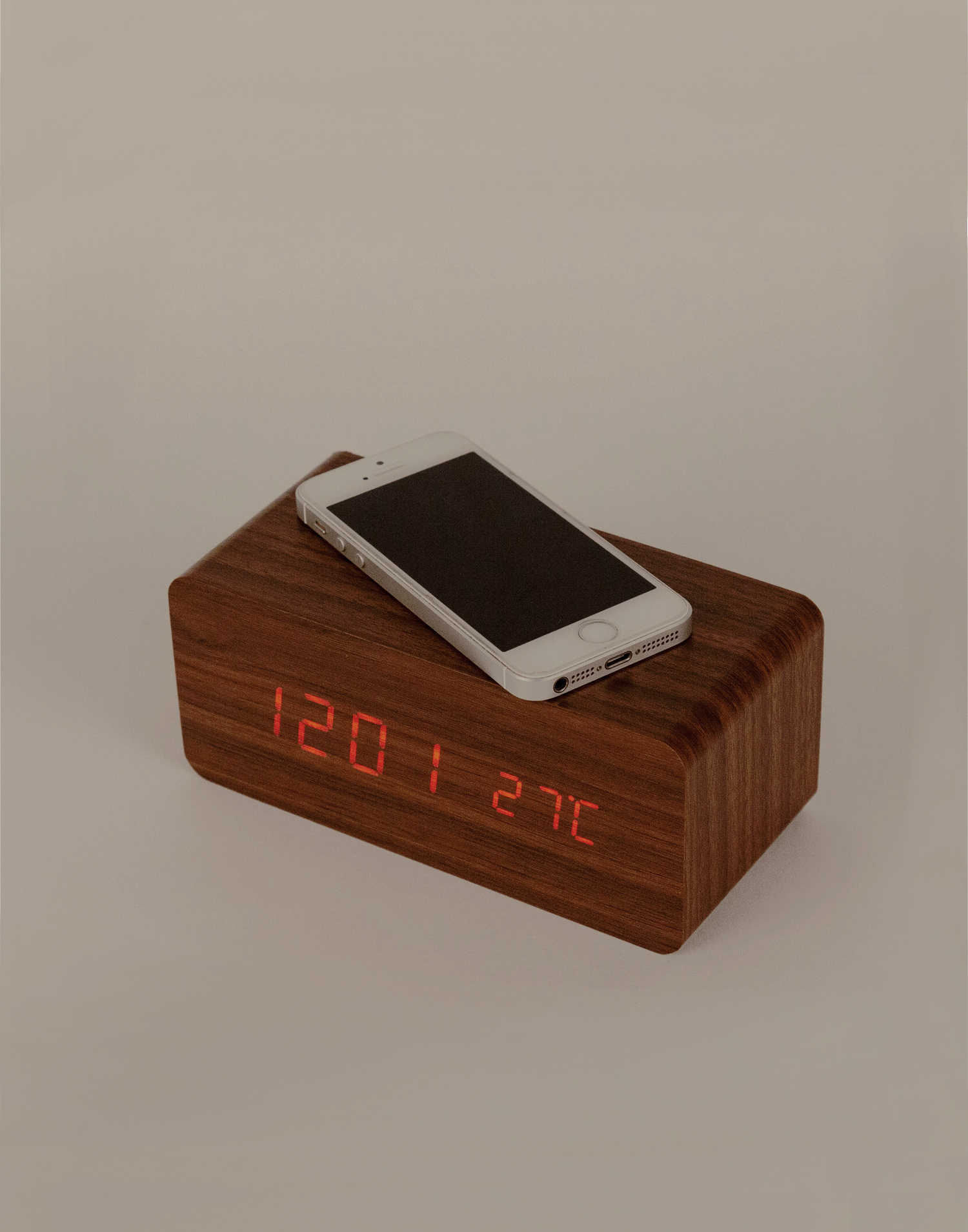 Chrarger alarm clock