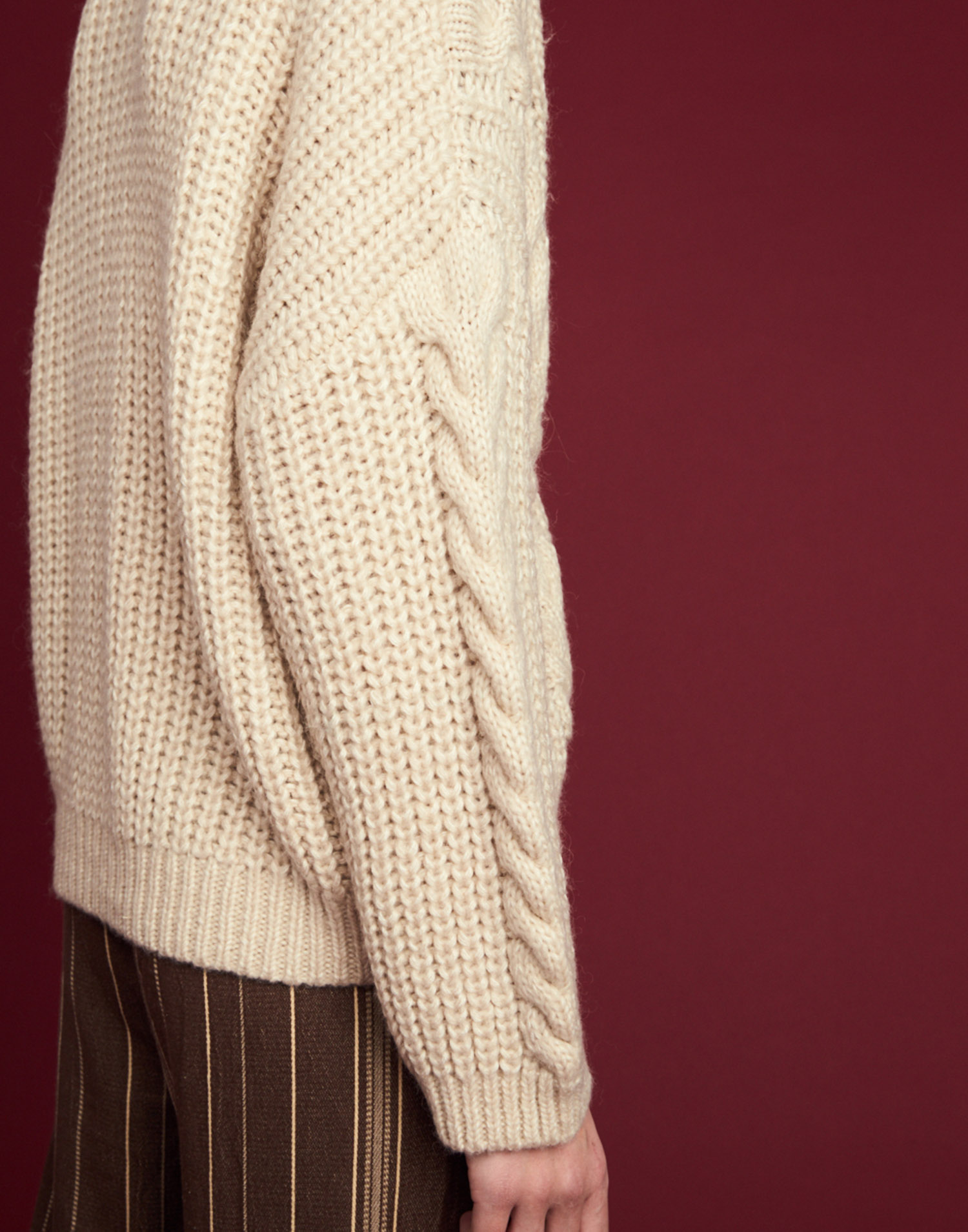 SHORT CABLE KNIT CARDIGAN