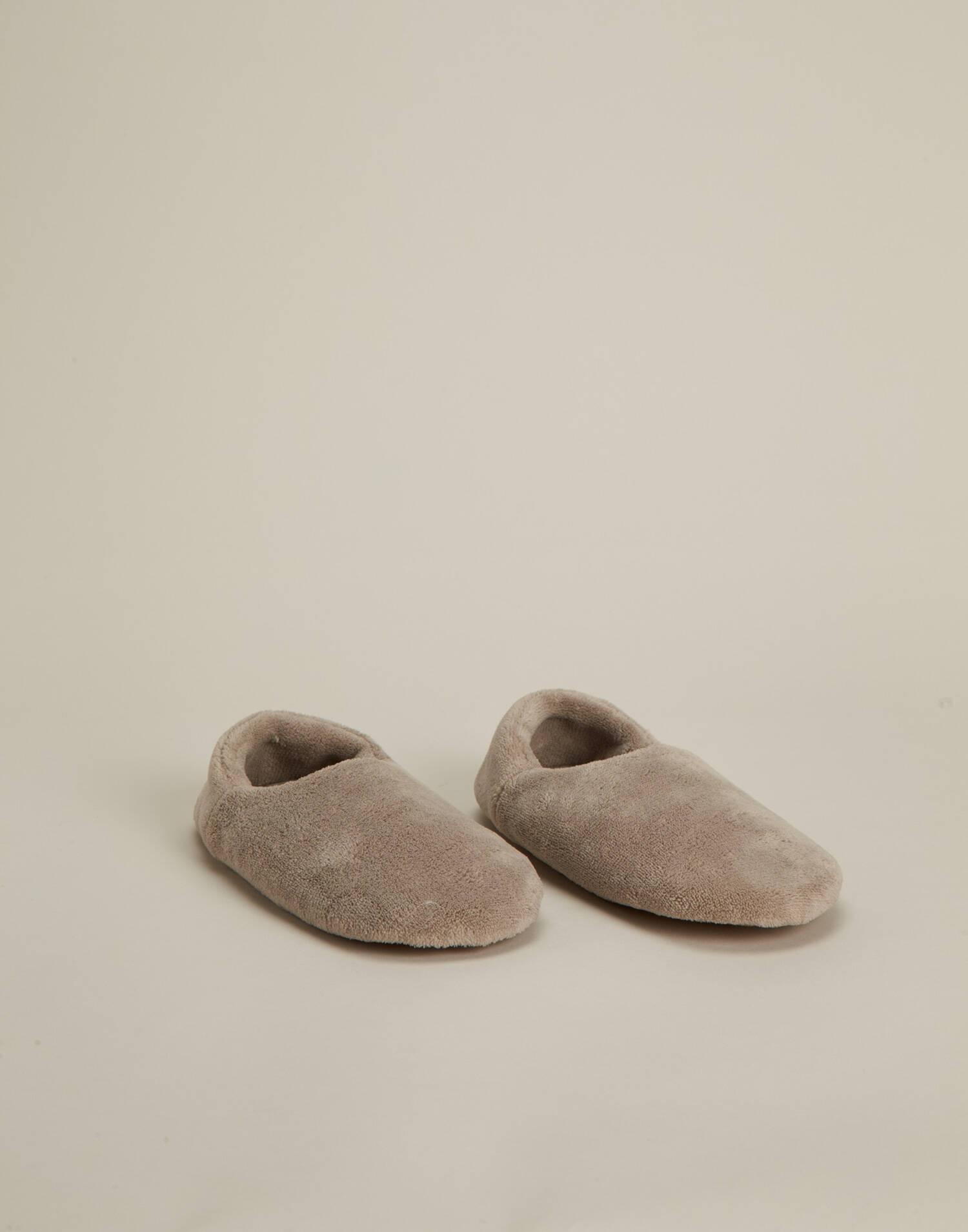 Basic closed slipper