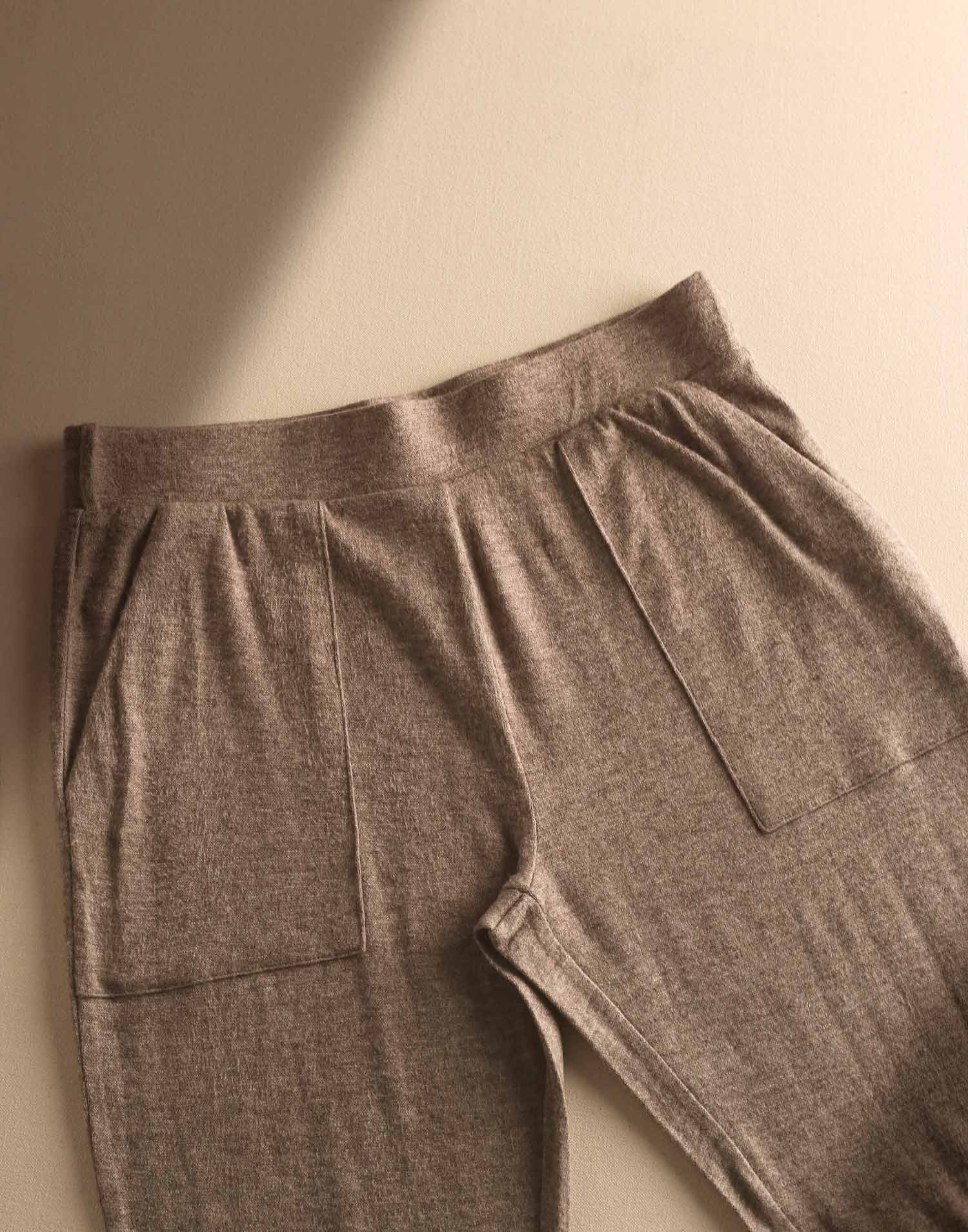 Unisex soft pants with pockets