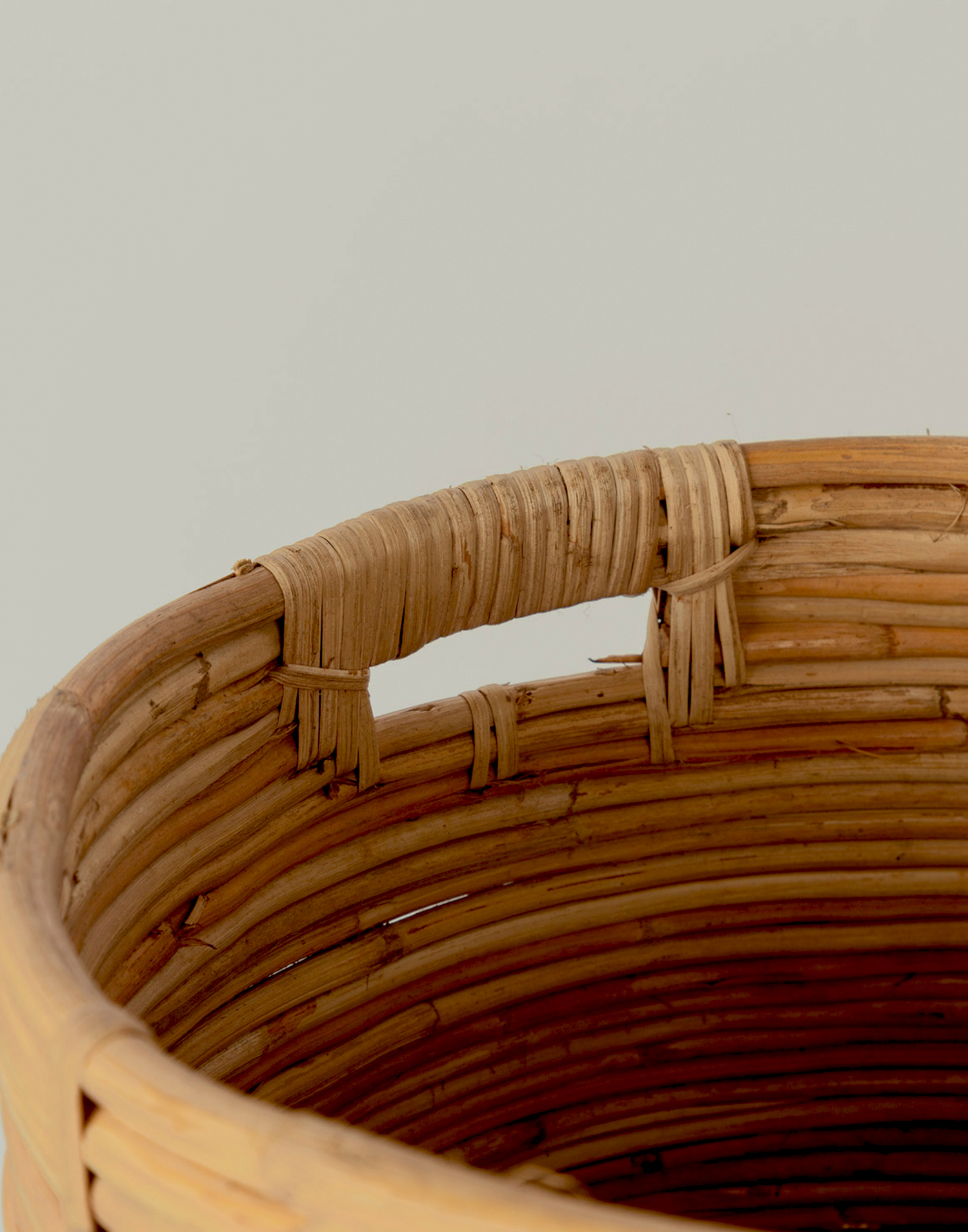 Large rattan basket with handle