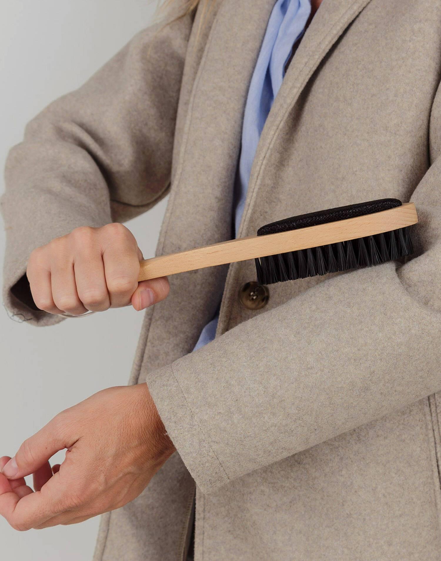 Cepillo, calzador y quitapelusas