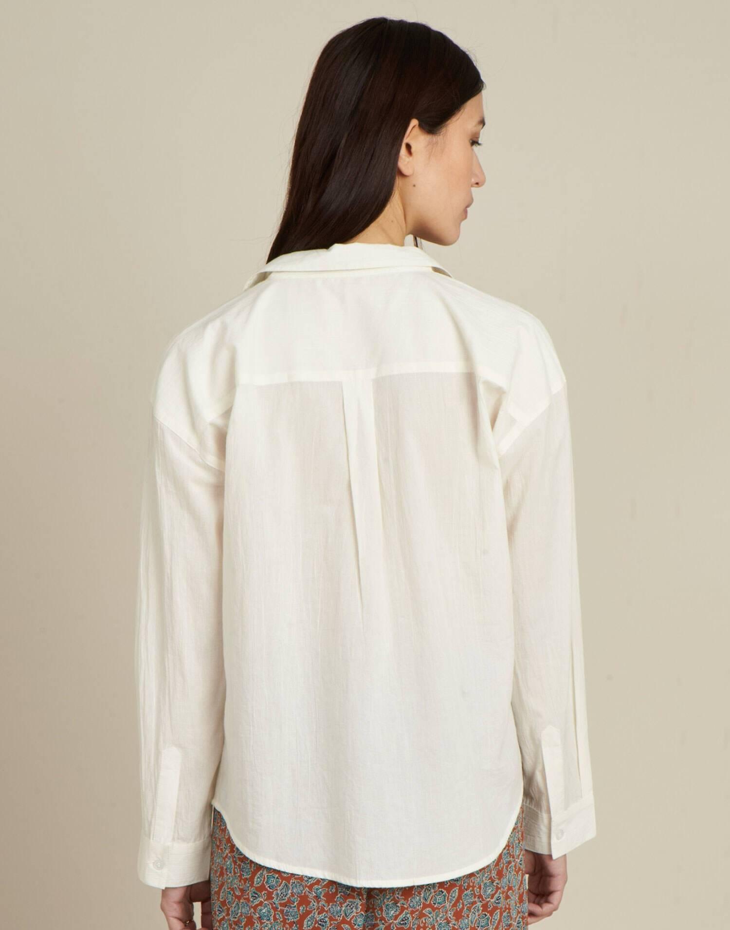 Camisa dos bolsillos en pecho