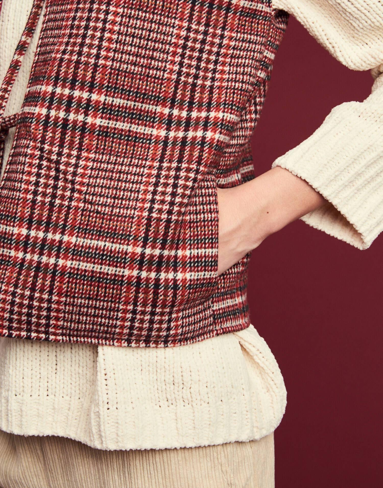 Squared padding waistcoat