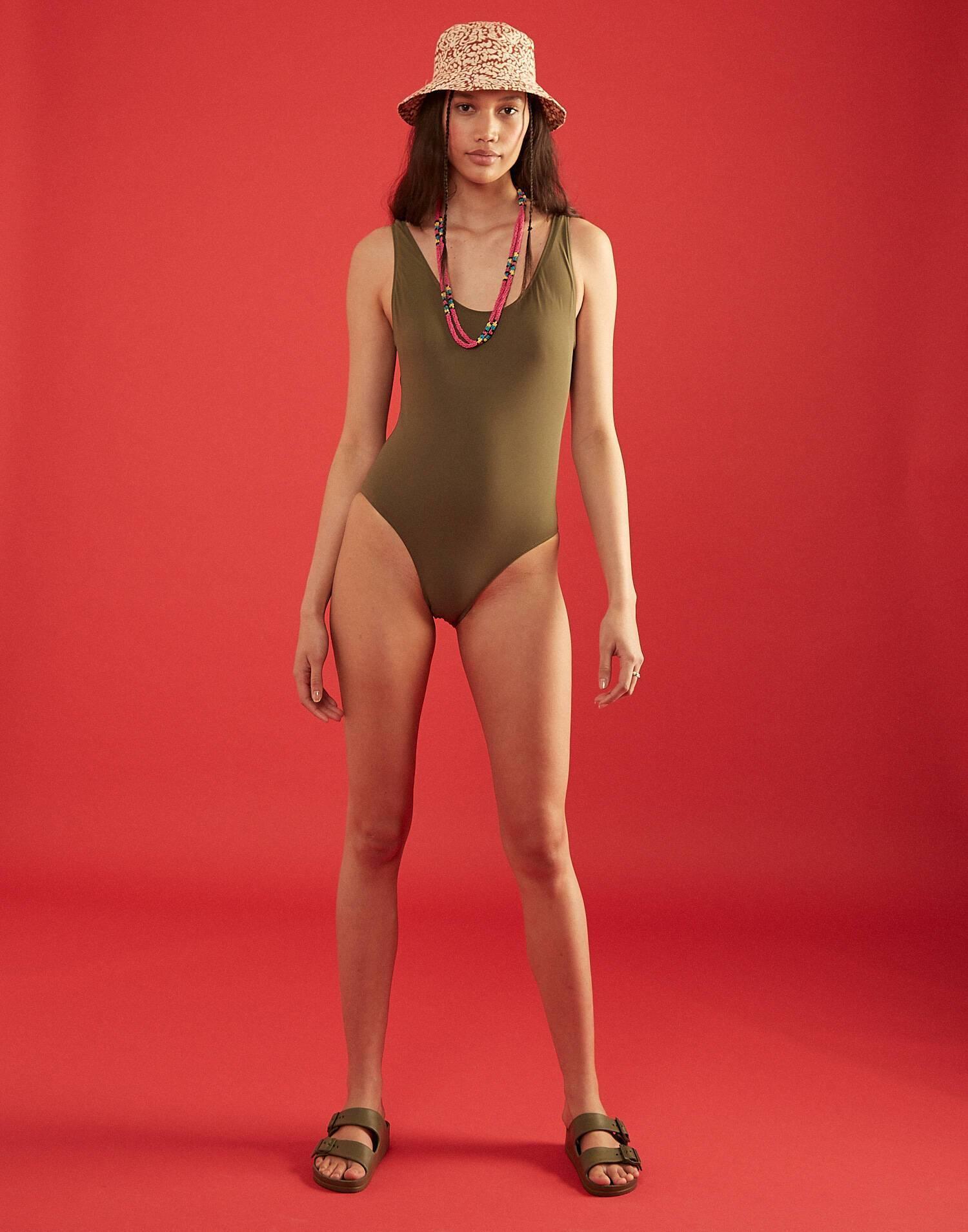 Bañador escote espalda liso