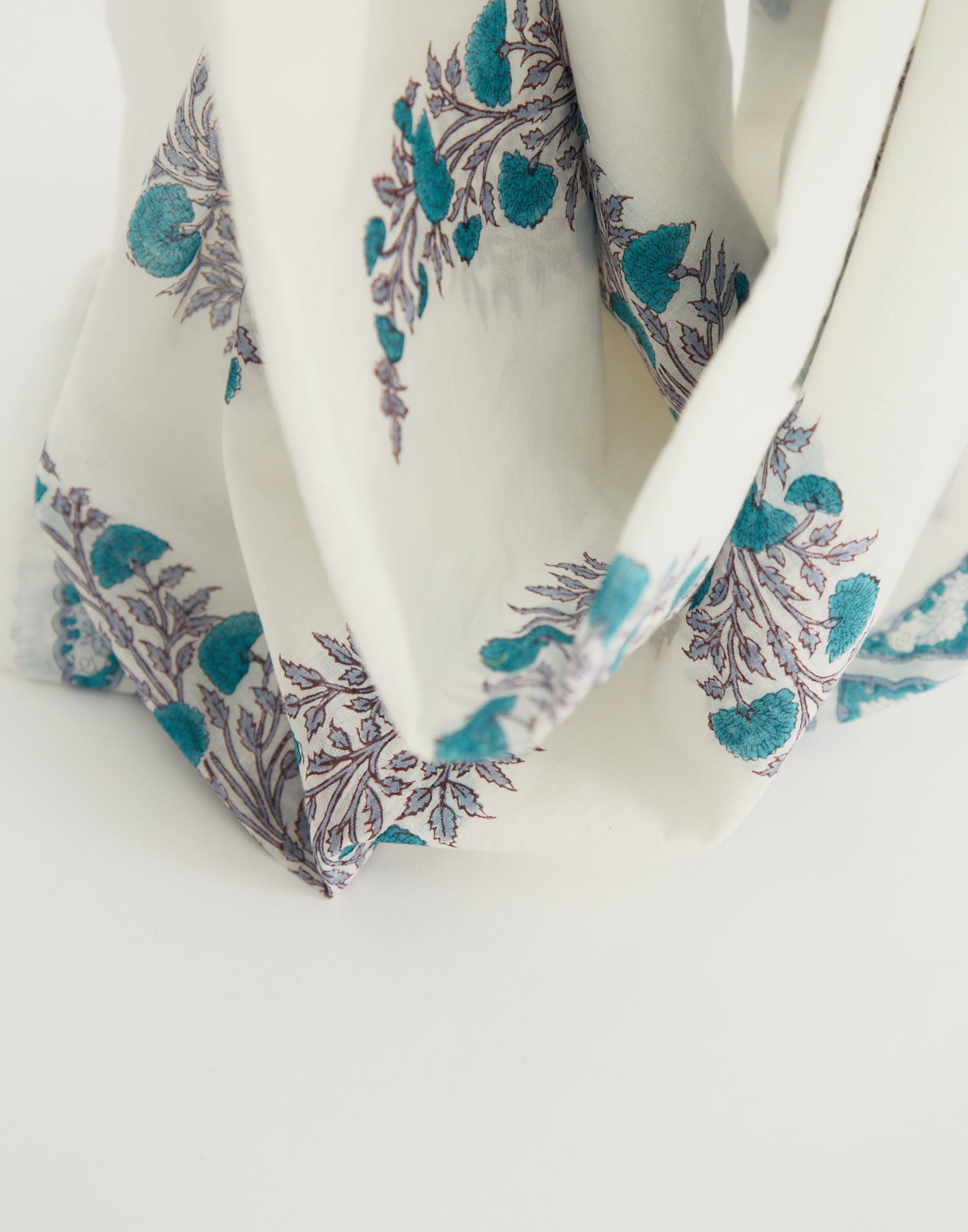 Trim cotton scarf