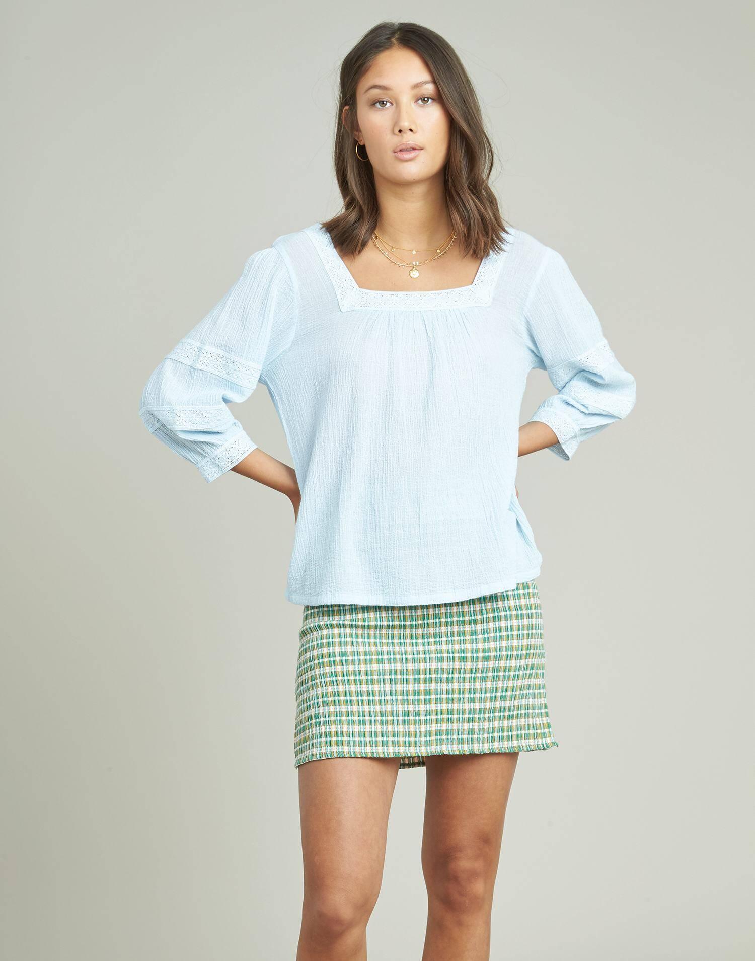 Camisa escote cuadrado puntilla