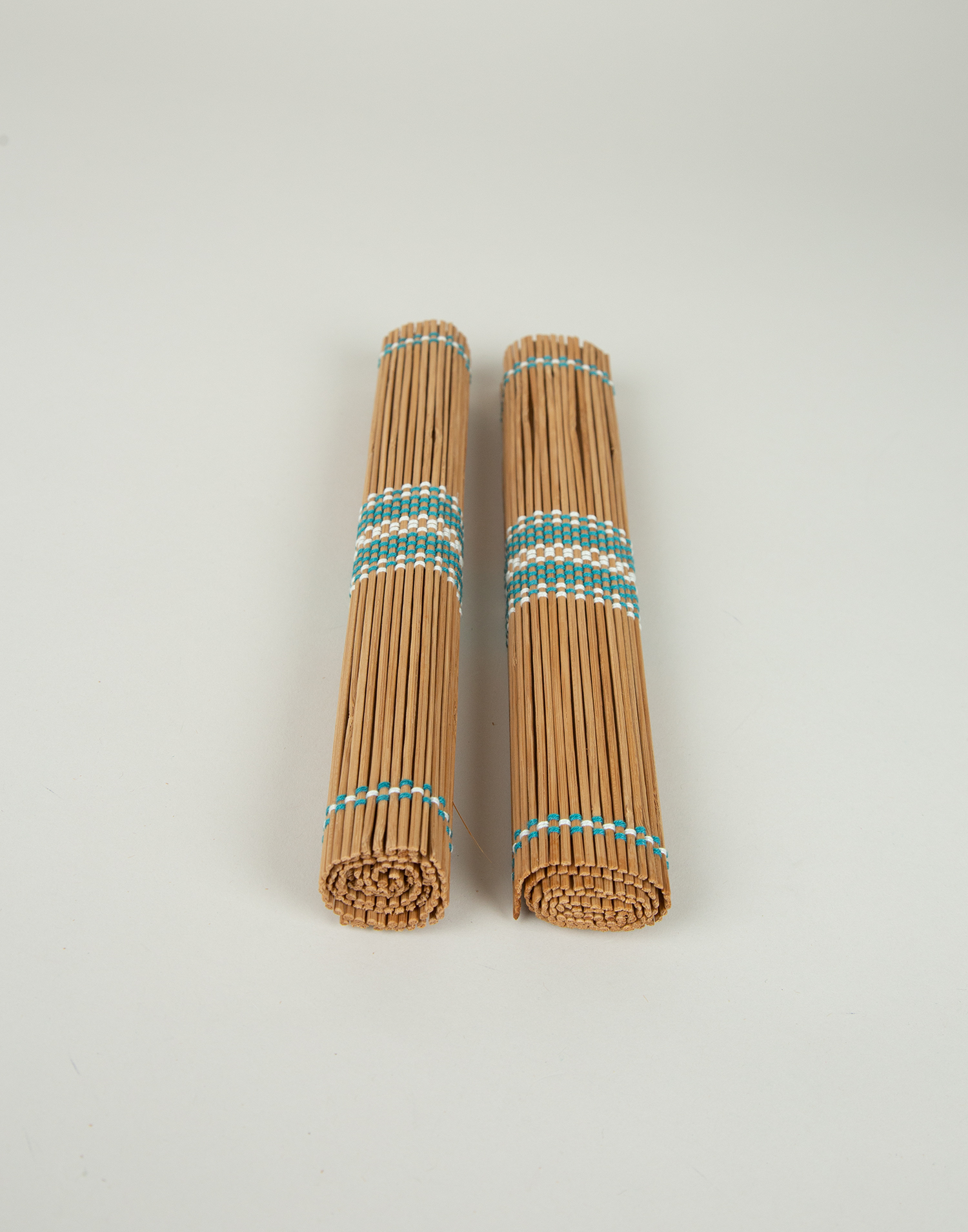 2-set bamboo placemats with trim