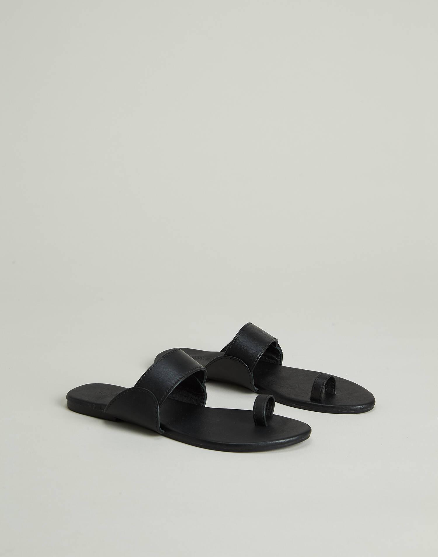 Flat nappa sandal