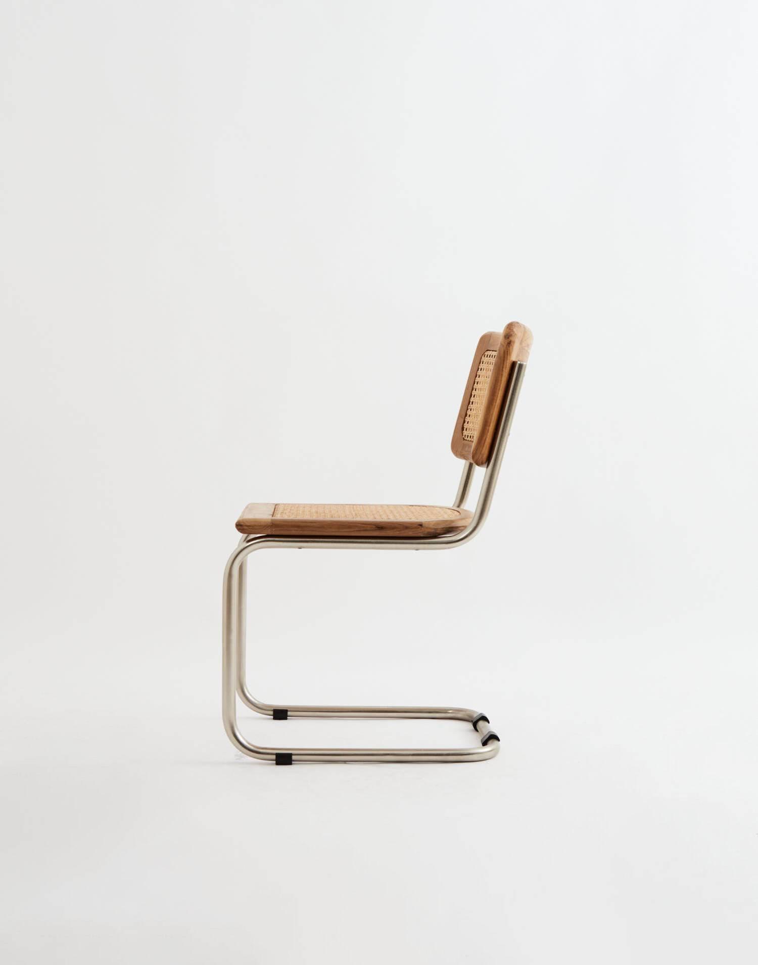 Chaise en métal cannage