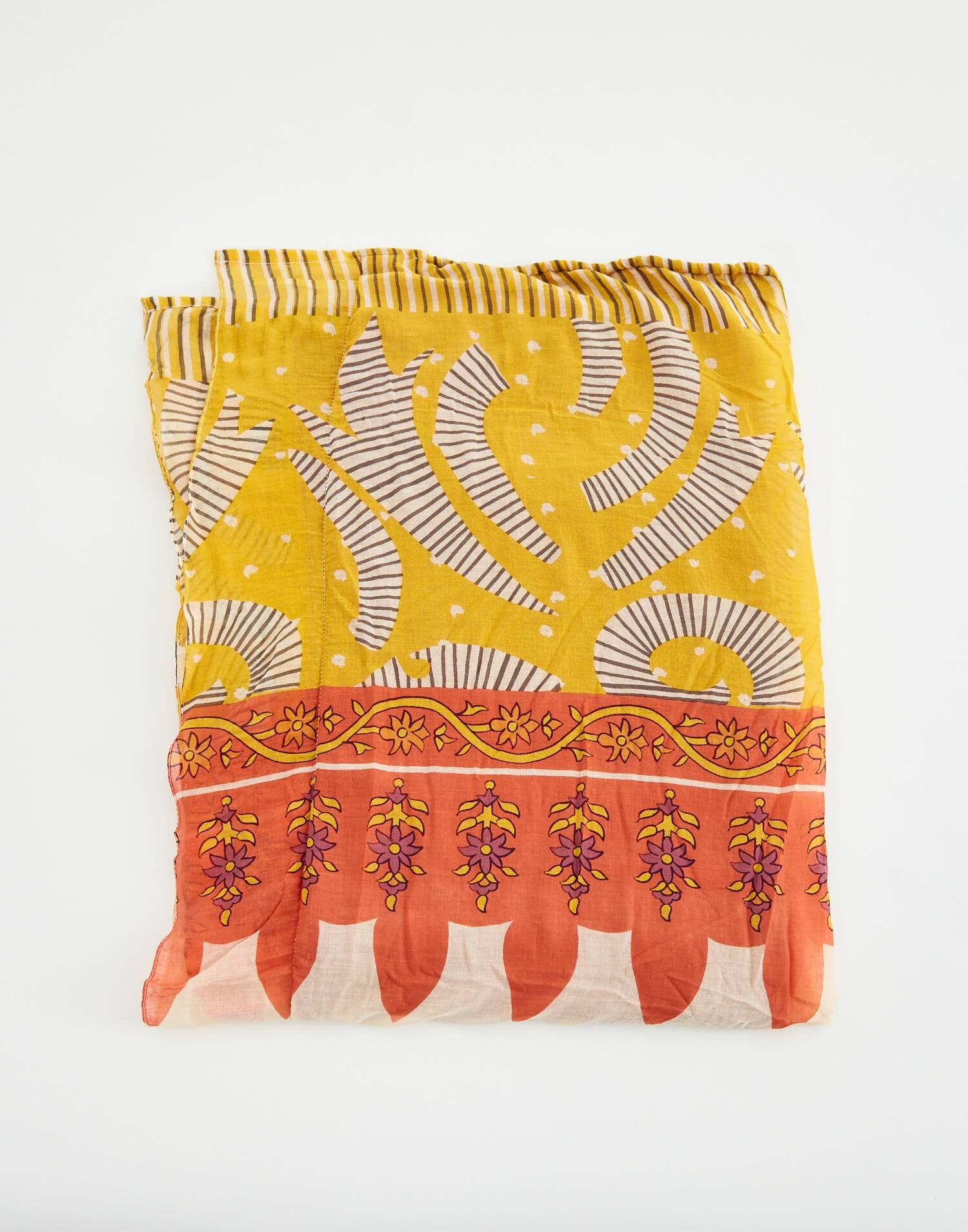 Abstract print towel pareo