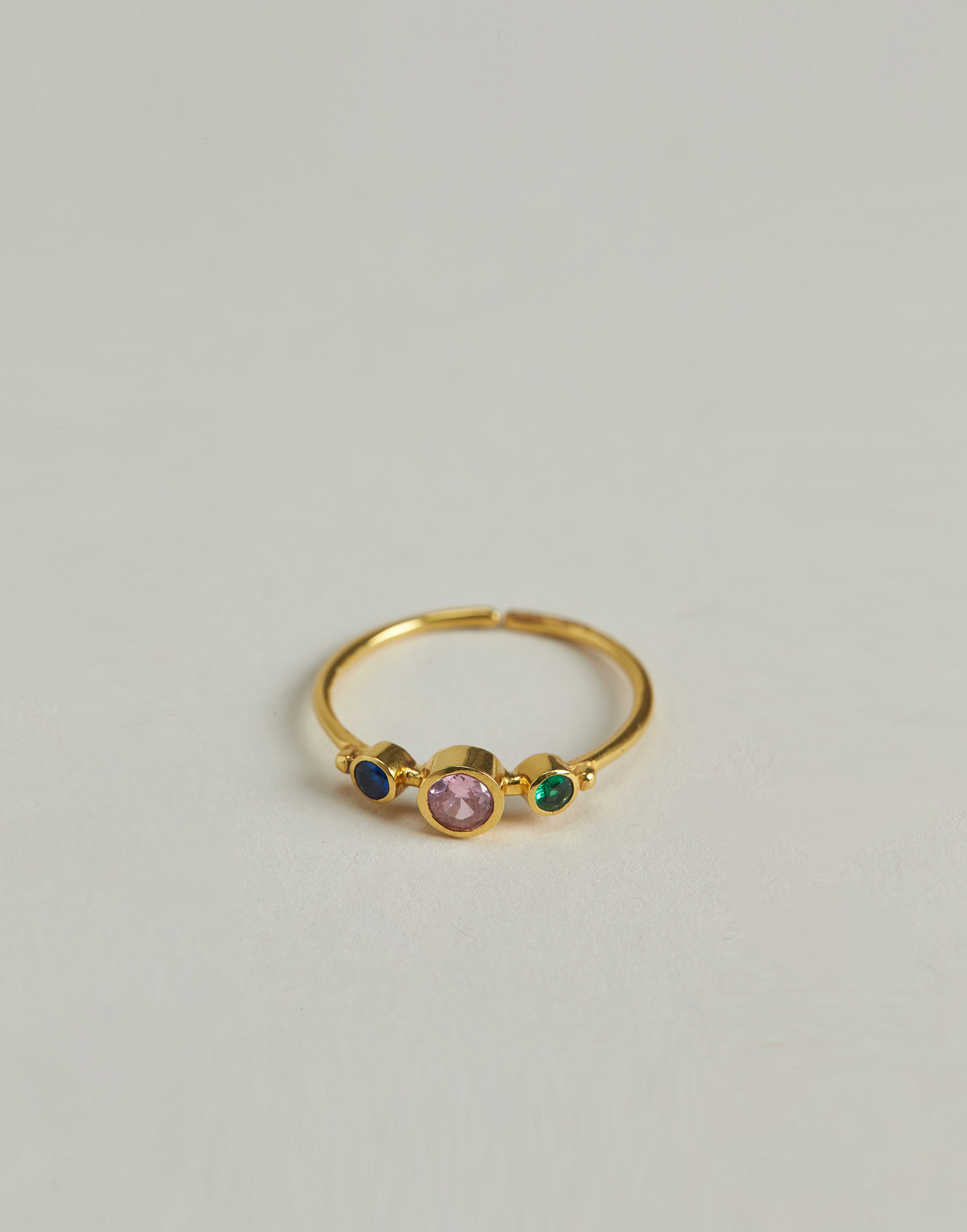 Gilded ring with irregular stones