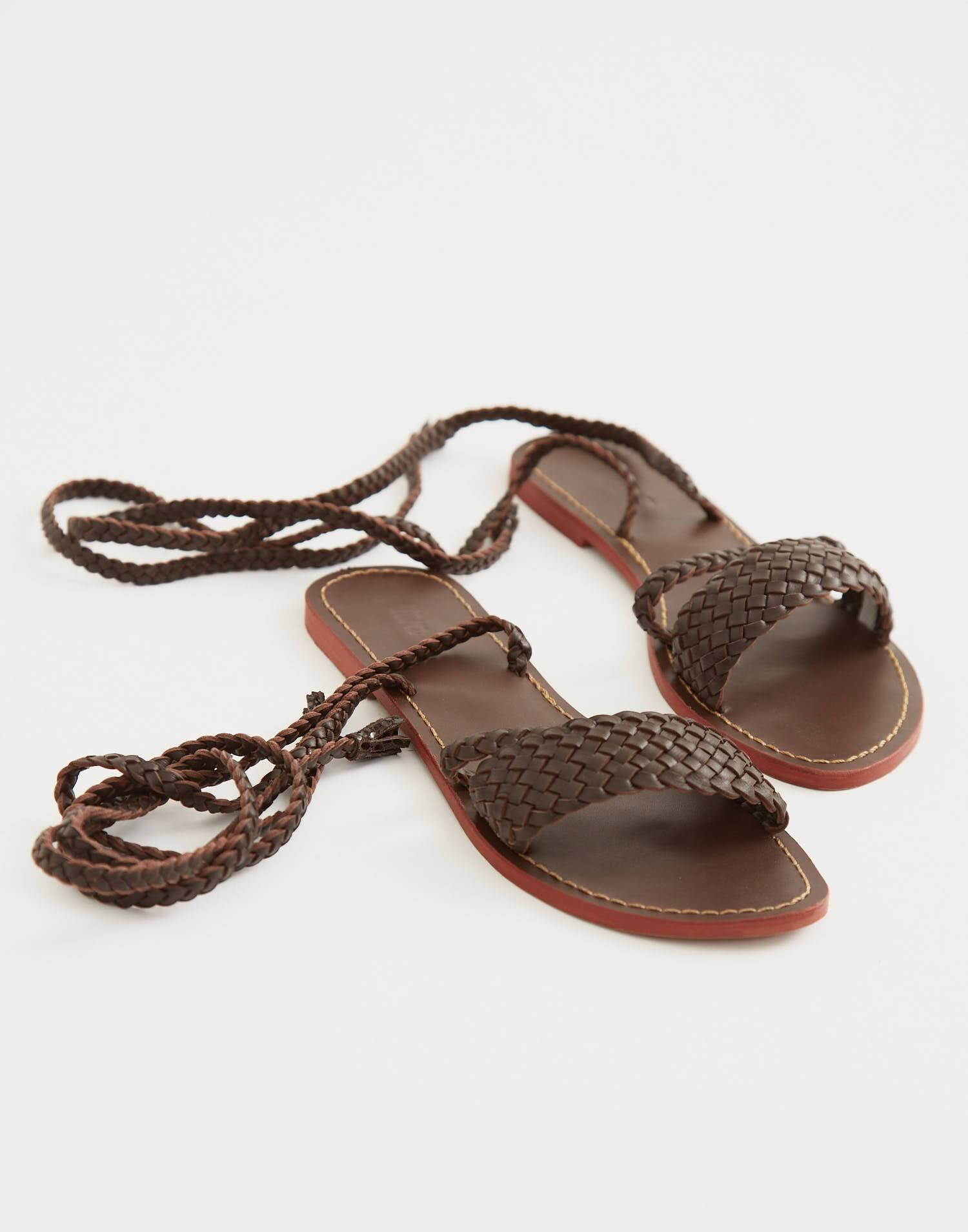 Sandalia piel trenzada atada