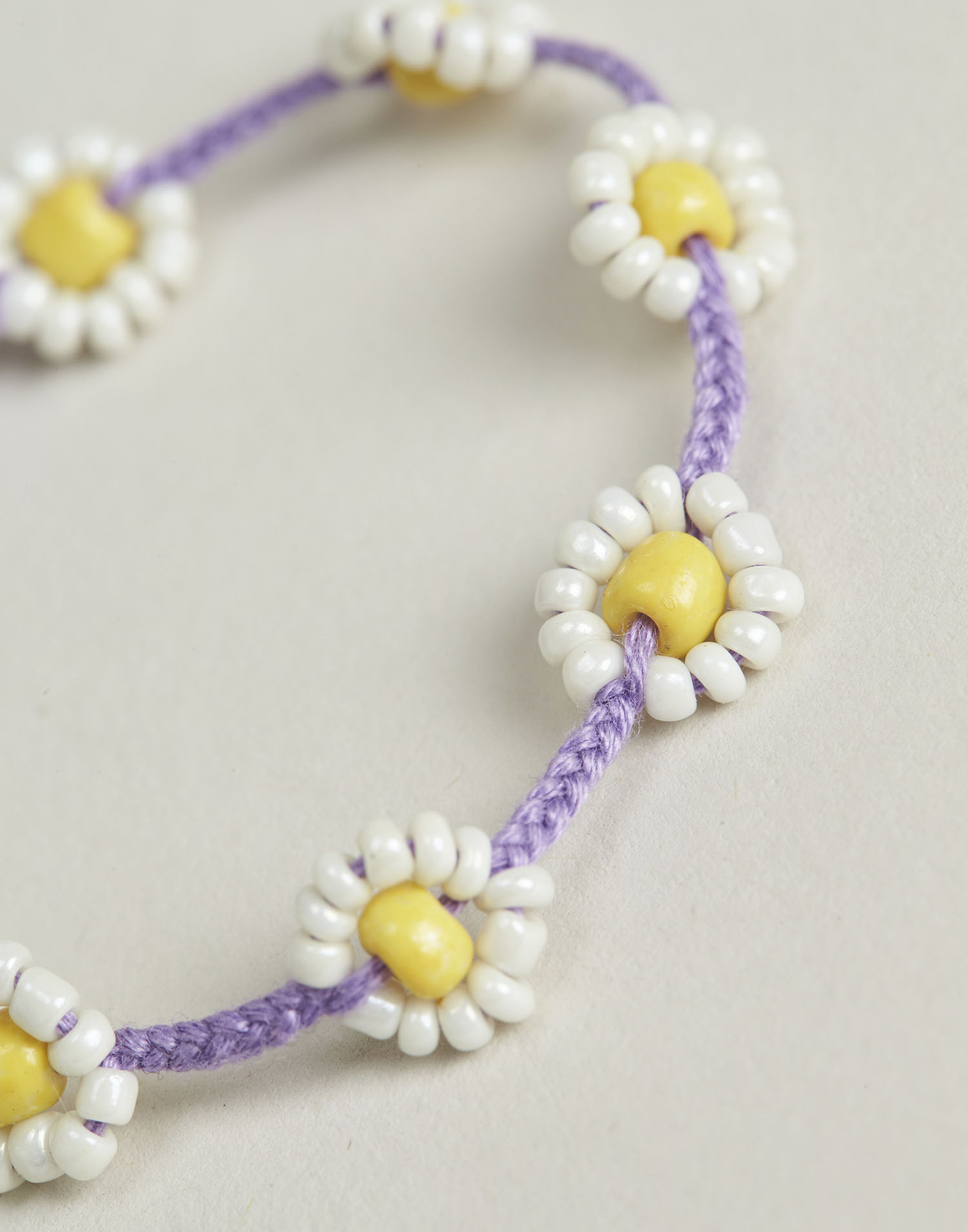 Two-tone daisy thread bracelet