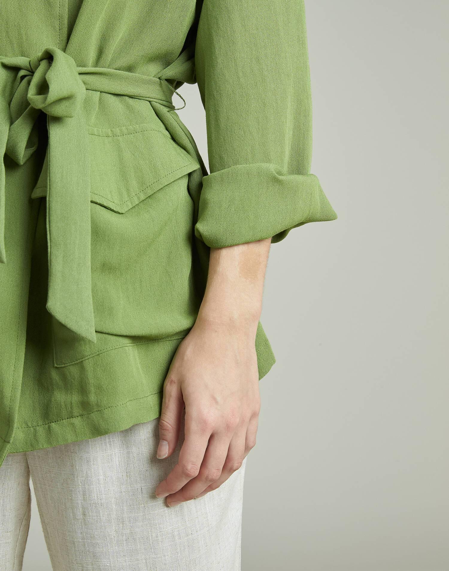 Short jacket with belt
